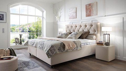versuchen sie das schlafzimmer moglichst schlicht zu halten und nicht unnotig voll zu stellen so bleibt viel freiraum zum atmen und entspannen